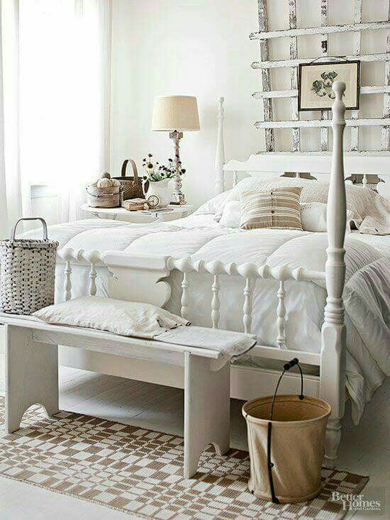 Bedroom decor in shades of white and cream